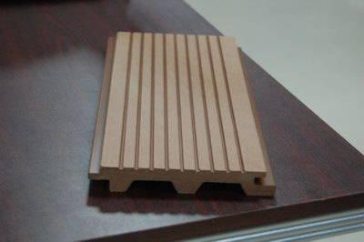 地板凸凹槽对强化木地板意味几何?