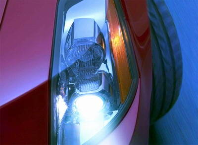 汽车灯具分两派品质各异 进口灯成 烧包 代名词