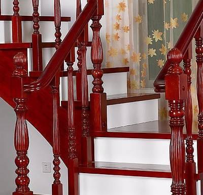 设计新方向:楼梯与人工木雕相结合