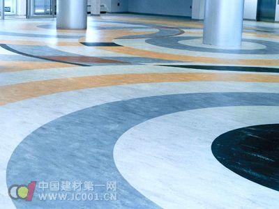 新型PVC地板亮相 防潮耐磨又吸音