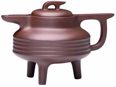 辉   在中国陶瓷艺术中,紫砂壶是一种特殊的品种.它具有与众不同的