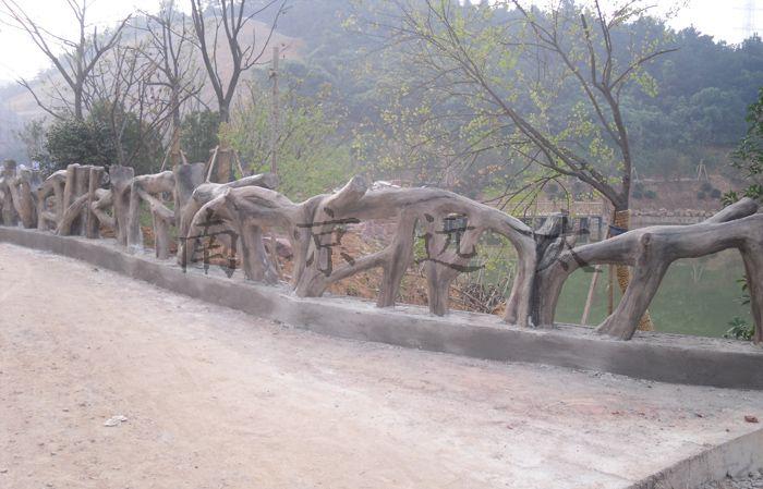 仿木栏杆施工  景区仿木栏杆相对于一般的栏杆