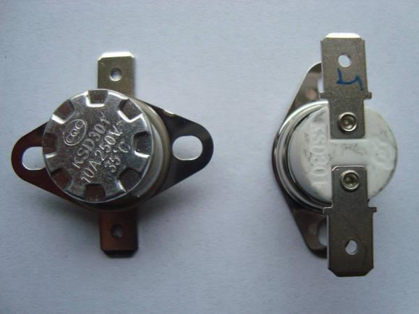 系统触感温式速动型温控器,为满足不同用户需要、工作方式分自动复位和手动复位,安装方式有活动式、组合式。连接端子宽度有6.3mm、4.8mm、3.2mm平脚及45弯脚、90弯脚等。该产品主要用于电气设备及家用电器中作热过载保护。如:饮水机、消毒柜、淋浴器、烘干机、医疗设备等。 1. 使用条件  相对湿度在+20环境下达95%  大气压力86-106Kpa  工作位置: 任意 2. 技术参数  触点形式:1D或1H(限自动复位)  触点负载:220VAC 10A 3A 8A 或24VDC 10A