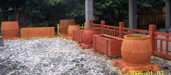 主要产品有:仿木系列,红土陶罐(花盆)园林雕塑