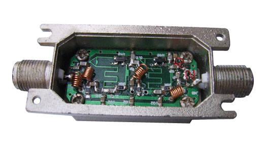 卫星信号放大器 卫星功分器图片
