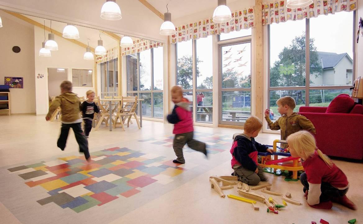 幼儿园拼花塑胶地板贴图