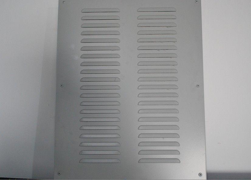 居民区域常见的低频噪声污染源主要通过以下途径传播到居住敏感点: 1、设备本体机械振动传递到机房地面,引起地面振动。进一步沿住宅墙体、梁、柱等结构传播至居民室内墙面,墙面振动再次激发空气扰动,产生空气声传入人耳; 2、设备低频噪声连接管道等连接件,传播设备振动至机房墙面楼板等结构,与结构形成共振,传递到敏感点,辐射出二次噪声; 3、设备管道中的流体,如果风机送风管道、冷冻水、冷却水等流体亦可传播低频噪声; 4、机房空气声通过机房门窗等孔洞衍射,衍射声通过住宅门窗等孔洞传播至居民室内; 5、居室安装的部分空调