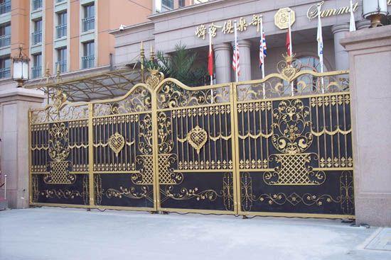 北京制作安装铁艺不锈钢大门围栏楼梯
