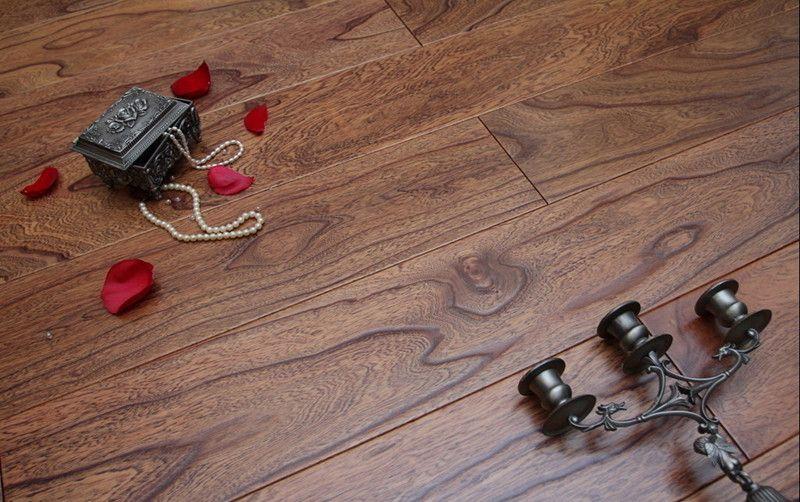 榆木浮雕6号色实木复合地板
