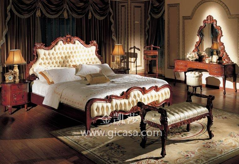 百年典藏宫廷欧式沙发,采用印尼名贵木种:铁梨木,经纯手工制作而成,件件堪称精品中的精品。 在金凯莎雕刻世家几代人的努力下,逐步开发了具有自身独特风格的百年典藏宫廷式沙发系列。其雕刻刀法强劲有力、工艺精良、做工细致、富有层次感和很强的装饰风格;绝大部分是以双面浮雕为基础,溶入圆雕、透雕、通雕等多种雕刻技法。
