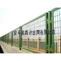厂家供应铁路护栏网、铁路隔离栅、铁路围栏网