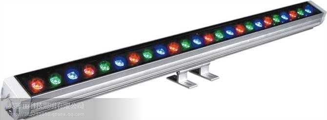 LED洗墙灯通过内置微芯片的控制,在小型工程应用场合中,可无控制器使用, 能实现渐变、跳变、色彩闪烁、随机闪烁、渐变交替等动态效果, 也可以通过DMX的控制,实现追逐、扫描等效果。 目前,主要的应用场所有:单体建筑、历史建筑群外墙照明; 大楼内光外透照明、室内局部照明;绿化景观照明、广告牌照明; 医疗、文化等专门设施照明;酒吧、舞厅等娱乐场所气氛照明等。 投光距离:根据透镜6~40米,角度越小,投射距离越远.