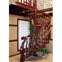 雕花描金旋转楼梯