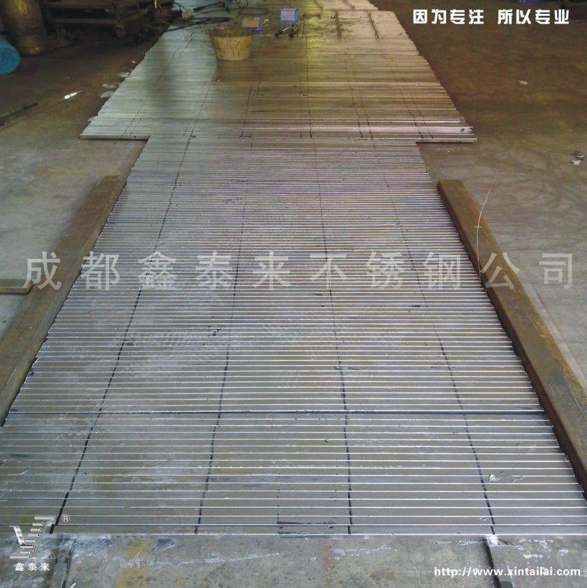 青海西宁市区公交站台灯箱 高清图片