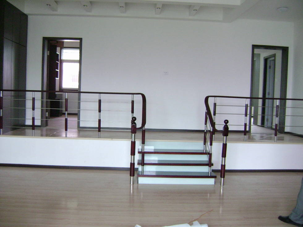 错层栏杆 - 龙登楼梯 图片