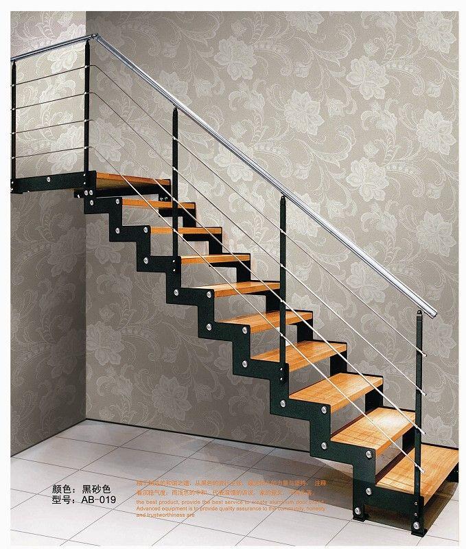 楼梯材料:10厘米A3钢烤漆 (颜色有黑色,白色,闪银色) 踏板:橡木本色(也可自定义颜色,另可做大理石及玻璃踏板,价格另议) 护栏:850*45*8 A3钢烤漆 (也可选择不锈钢材质) 扶手:50高分子(直梯型也可选择不锈钢) 此款楼梯做工精细,简洁大方,沉稳和谐,适用于居家,商铺,办公等场所。