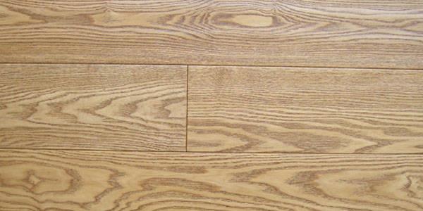 玉昌格林地板-仿古实木地板-白腊木拉丝