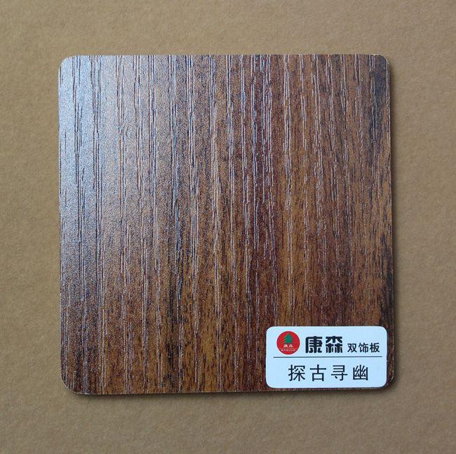 橱柜主要用材,但由于他们不防水,不防潮,在橱柜特别是位于厨房使用上,使得消费者对此头痛不已,而免漆生态板基材采用实木多层或者细木工板,正好弥补了这个市场空白,消除了消费者后顾之忧 第二:握钉力好,可以反复组装使用 免漆生态板基材堪比实木,因此免漆生态板本身握钉力比刨花板、中纤板强得多,在家具的使用中,刨花板和中纤板一旦在某处损坏很难修复,特别是办公家具抽屉坏了,无法修复,而免漆生态板做的家具某个部位损坏了,自己动手马上可以修复 第三:环保E1,EO级标准 现在大多数家具使用中纤板和刨花板只达到E2级标准,