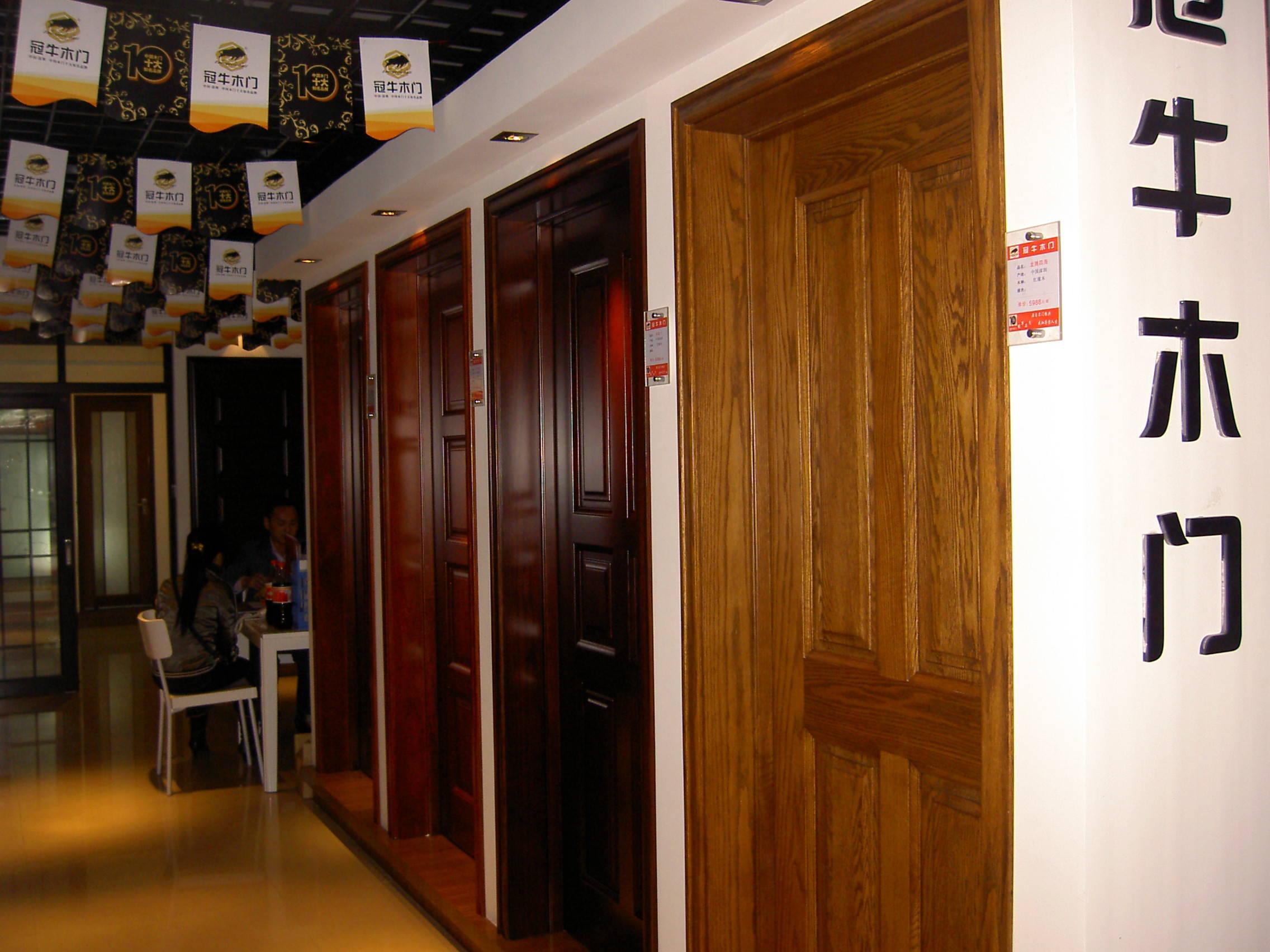 冠牛木門店面展示產品圖片