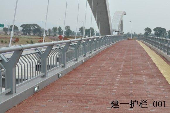 混凝土防撞桥梁护栏浇注知识介绍图片