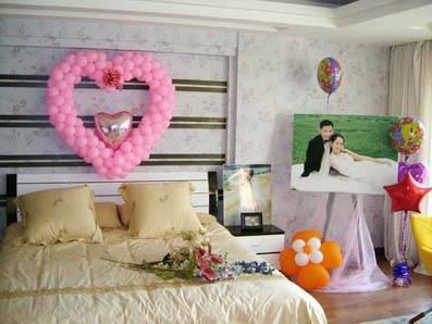 有些人以为新房要喜庆一些,把房间布置得大红大紫,花里胡哨,使人一进图片