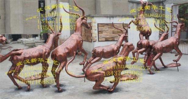 郑州动物园:羚羊豹子玻璃钢雕塑15