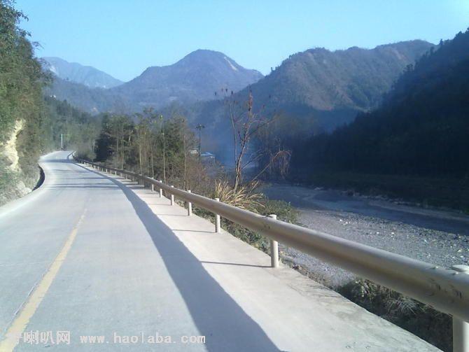 高速公路波形梁防护栏板