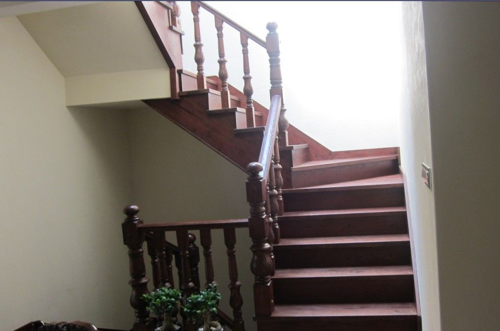 水泥基层实木楼梯产品图片