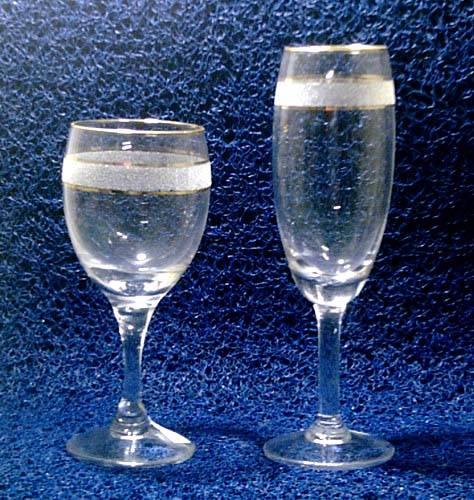 玻璃高脚杯图片