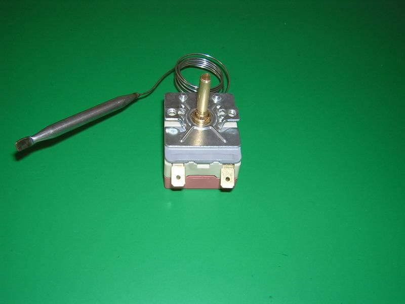 一、原理性能和用途   原理性能:是当被控制对象的温度发生变化时使温控器感温部内的工质产生相应的热胀冷缩的物理现象(工质体积变化),与感温部连通一起的膜盒产生膨胀或收缩。通过杠杆原理,带动开关通断动作,达到恒温目的。WG系列液胀式温控器具有控温准确,稳定可靠,开停温差小,控温调节范围大,过载电流大等性能特点。   用途:主要用于家电行业(淋浴器、滚筒式洗衣机、暖风机),电热设备(不锈钢全自动开水器、电热油炸锅、食品机械、医疗设备),制冷行业(厨房冷柜、保鲜柜、冷库、制冰机、鱼池、冷饮机、暖气机)等控温用