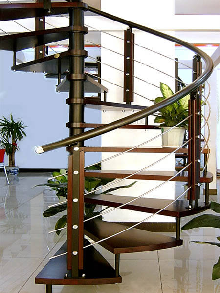 实用性都一样的  钢木楼梯 最便宜的 3000 一般的 套管的 象木板的就