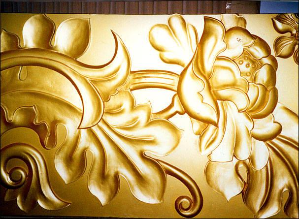 雕塑各种欧式花纹、中国式花格门窗、屏风、牌匾刻字、佛龛、壁炉、九龙壁、抽象人物、动物等。 雕刻各种高级线条、高档门、家具、楼梯扶手、工艺花架、艺术木柱、实木门定做。 木雕纯手工由画家张金福本人亲自设计、绘画、创作。能想到,买不到。满足您的任何需求,刻按尺寸订做、欢迎订货! 金福艺术装饰行(大连金福雕刻艺术厂) 地址:大连市兴业建材市场5厅1号 电话:0411-83608918 0411-82146236 13500750437 二部地址:大连市解放广场中国家饰城1楼12号 13500750437
