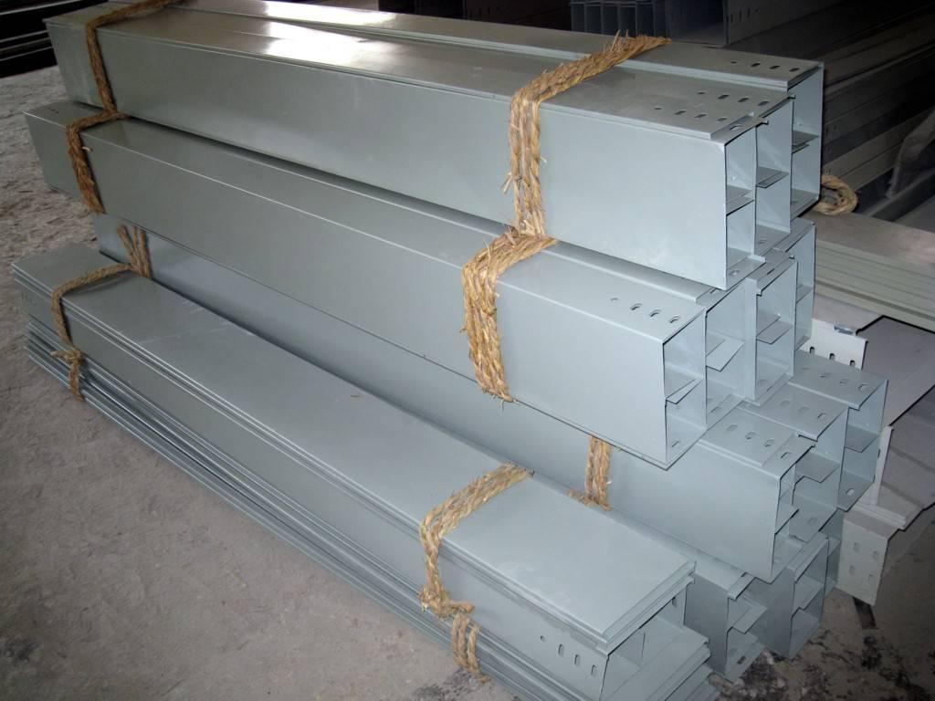 镀锌桥架XQJ-C-4B上垂直四通不锈钢槽式电缆桥架电缆槽盒桥架盖板